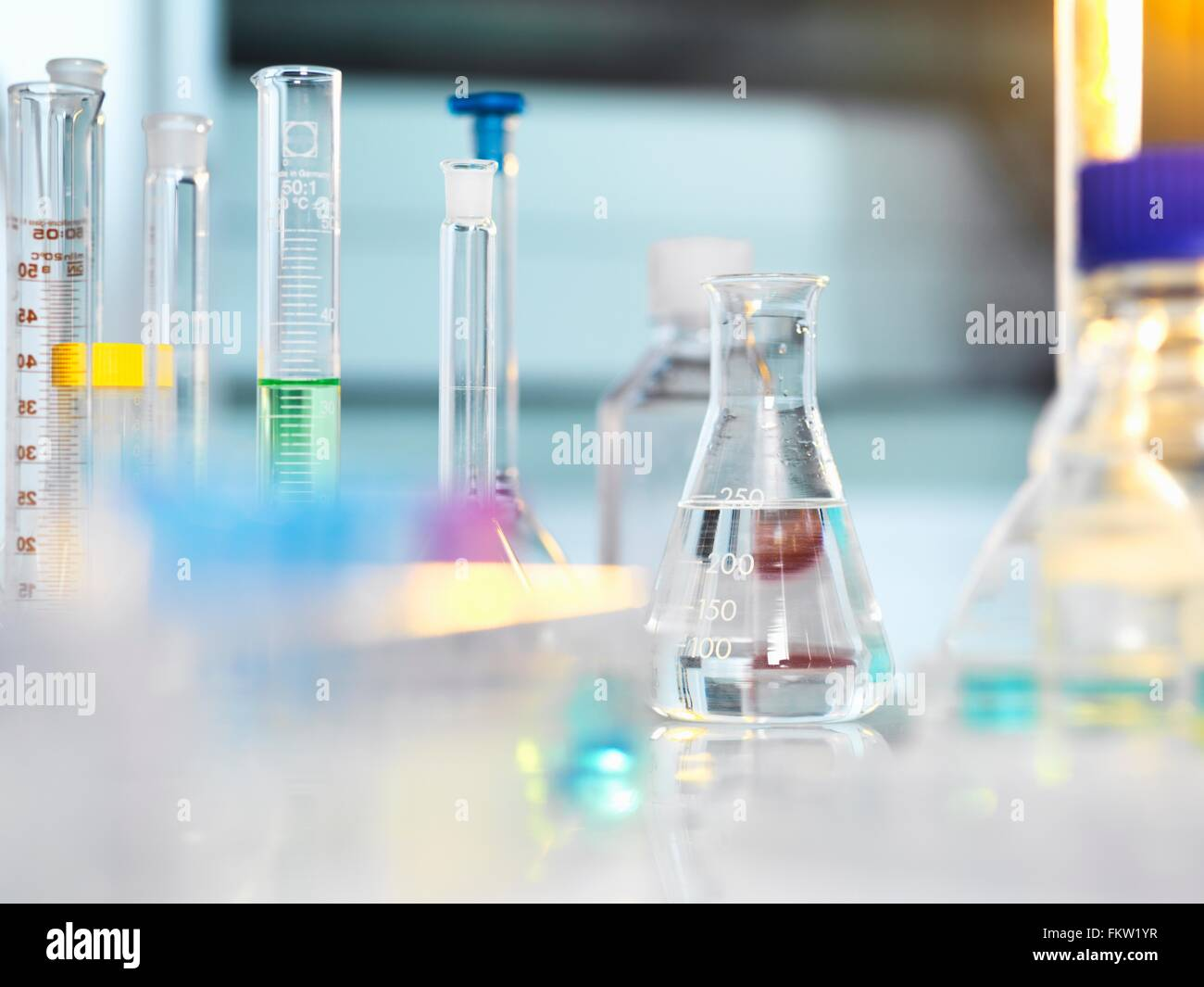Scientific apparatus and glassware on laboratory bench awaiting experiment - Stock Image
