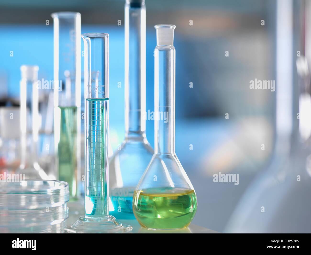 Laboratory glassware on lab bench during experiment - Stock Image
