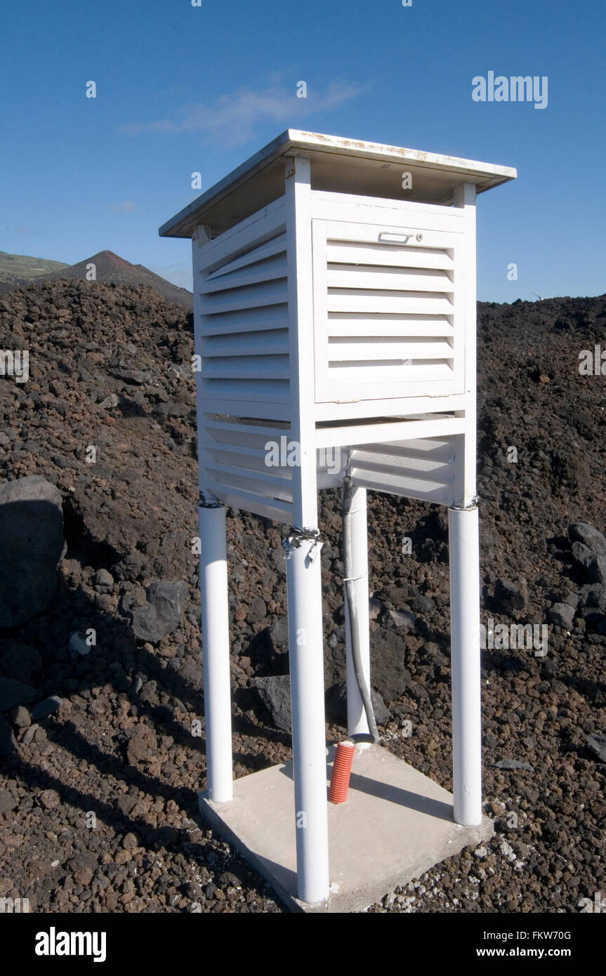 weather station temperature pressure air monitoring recording logging atmospheric conditions meteorological Stevenson - Stock Image