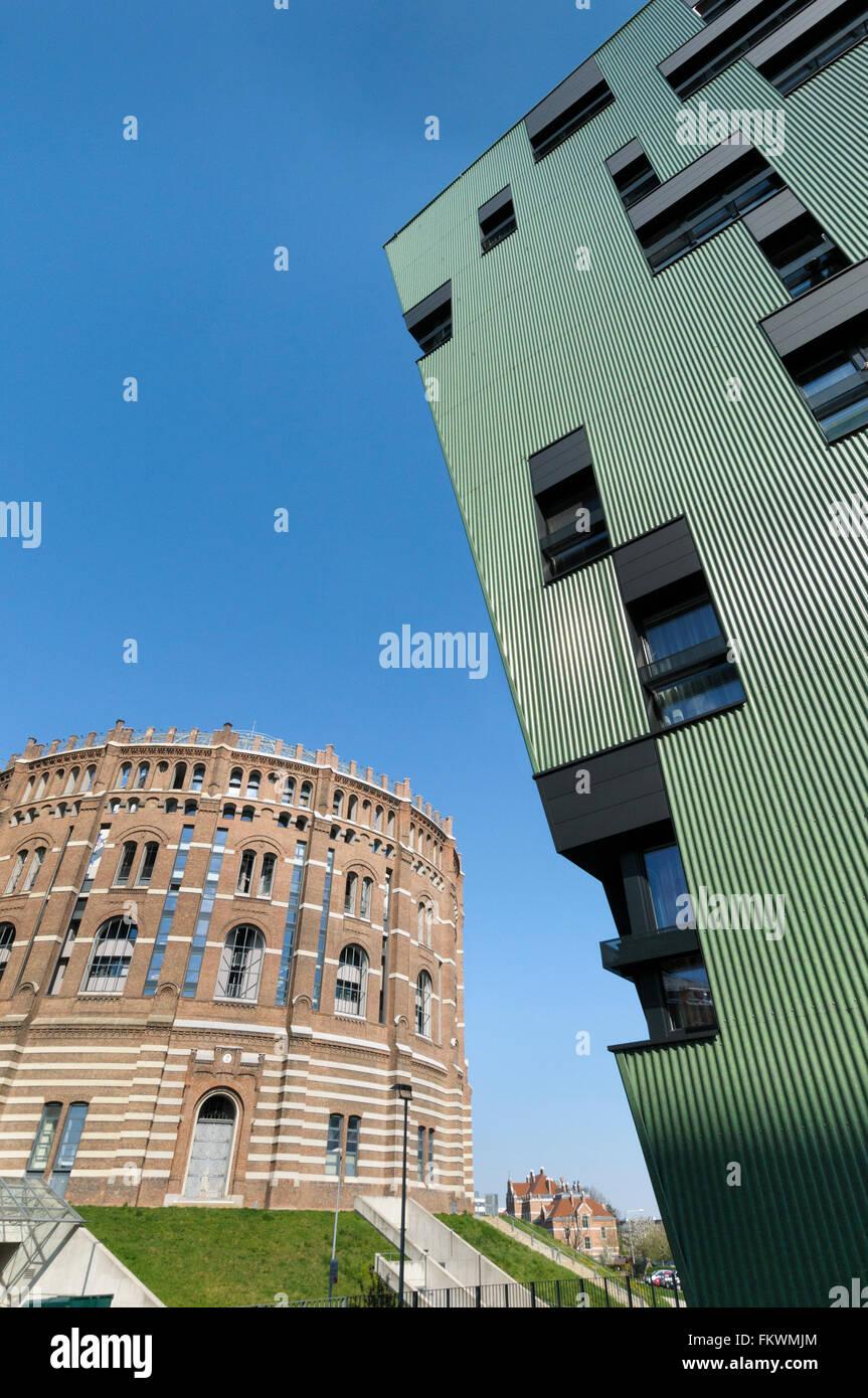 A gasometer of the former Vienna municipal gas works Gaswerk Simmering and Ville Verdi in Vienna - Stock Image