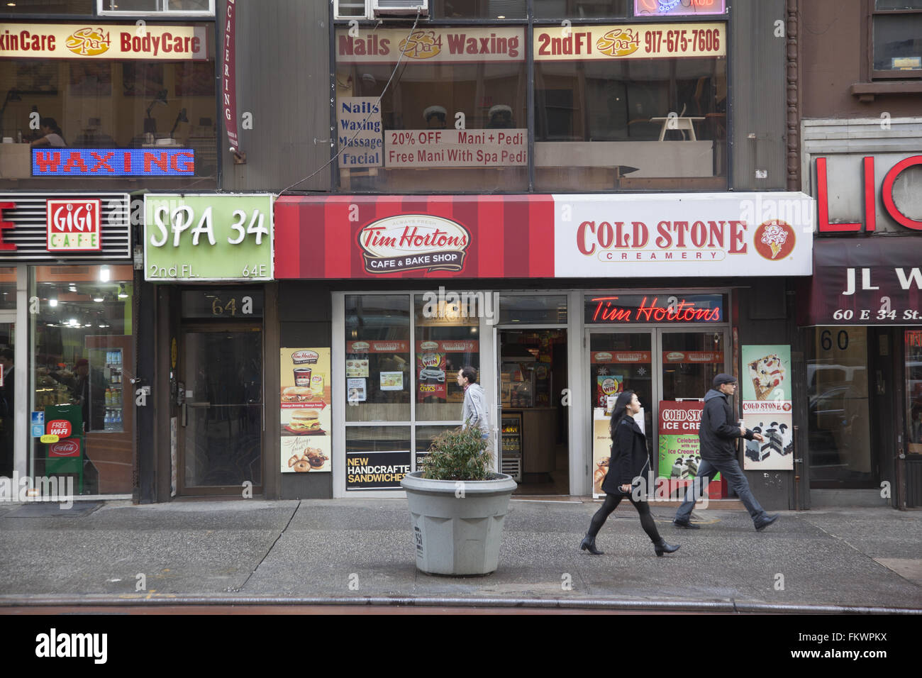 Independent small businesses along 34th Street in midtown Manhattan, NYC. - Stock Image