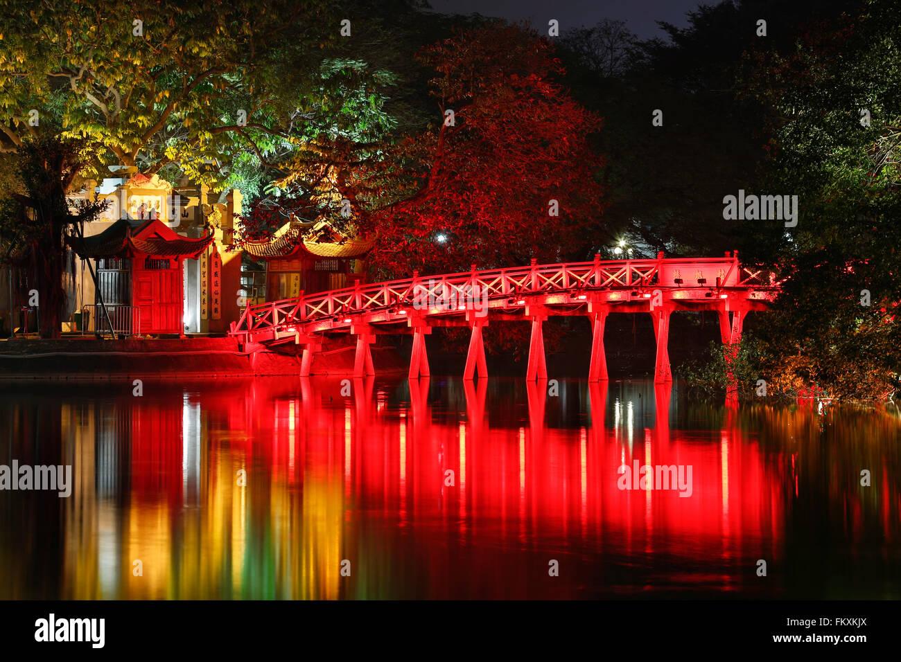 Red bridge reflecting on water, Ngoc Son Temple (Temple of the Jade Mountain), Hoan Kiem Lake, Old Quarter, Hanoi, - Stock Image