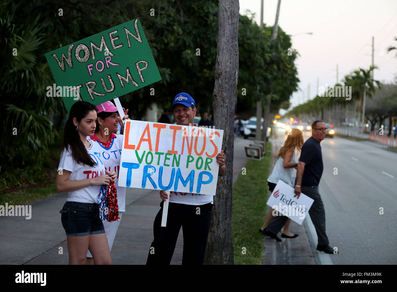 Miami, FL, USA. 10th Mar, 2016. Florida, USA - United States - Donald Trump supporters outside of the Bank United Stock Photo