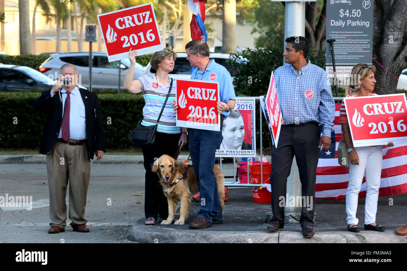 Miami, FL, USA. 10th Mar, 2016. Florida, USA - United States - Ted Cruz supporters outside of the Bank United Center Stock Photo