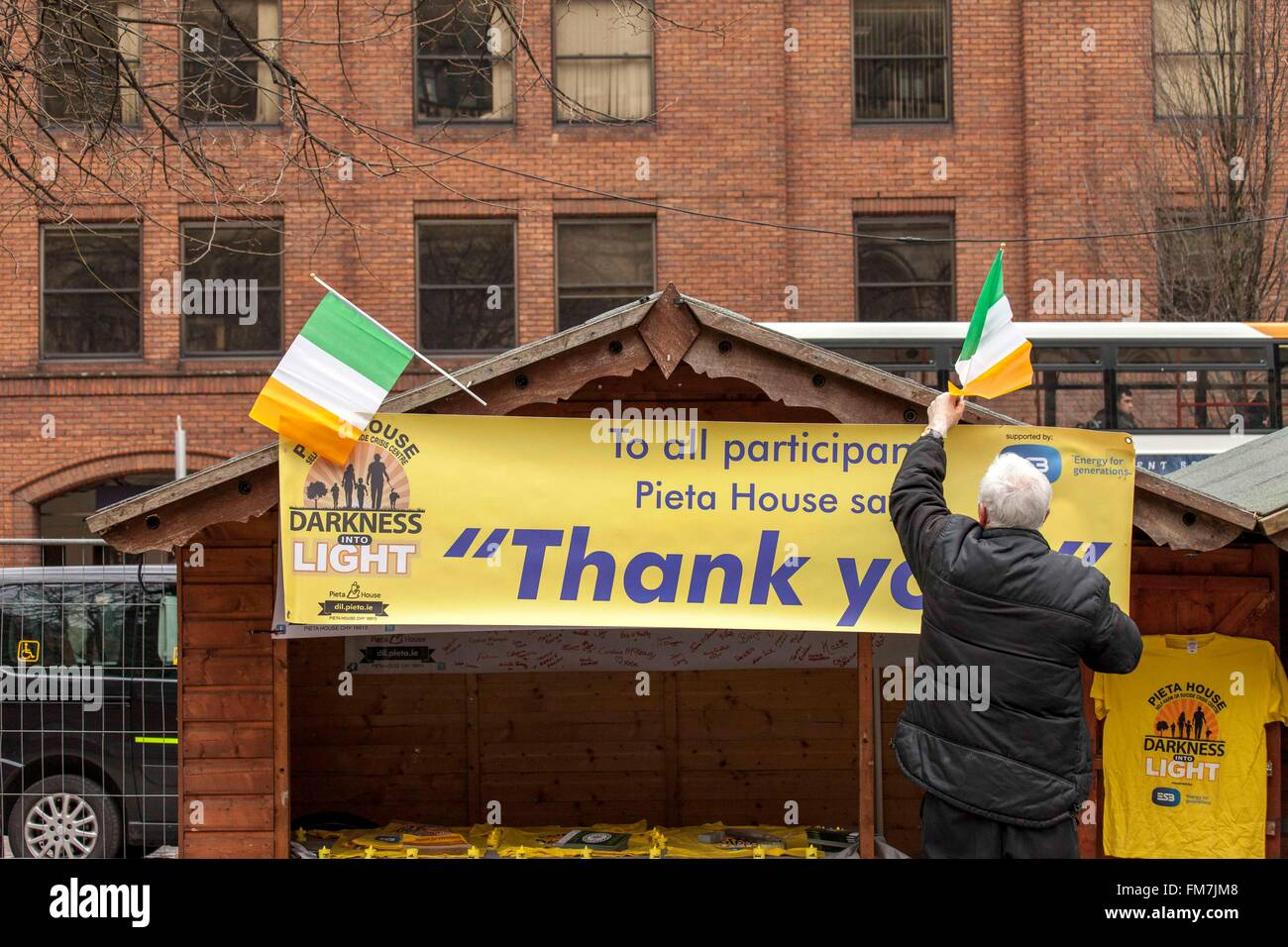 Albert Square, Manchester, UK. 10th March, 2016.  Festival organisers add the finishing touches to the stalls, ready - Stock Image