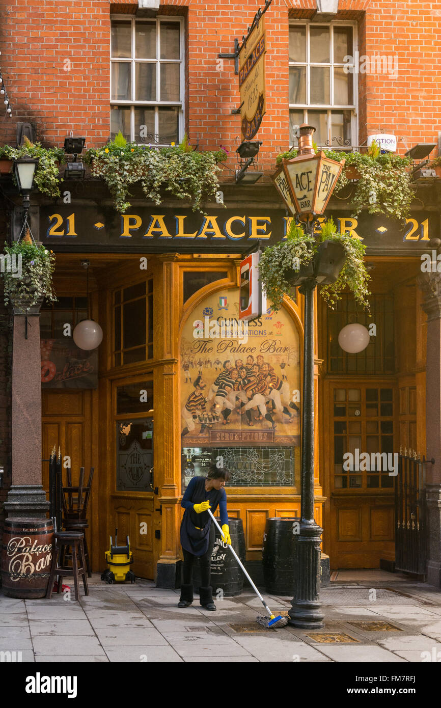 Early morning mopping outside the Palace Bar, traditional Victorian pub, Dublin, - Stock Image