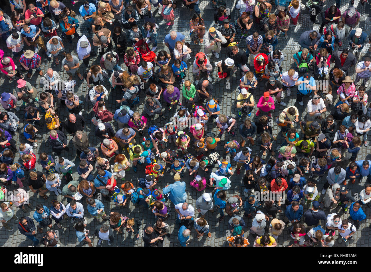 Aerial view of a crowd of tourists - Stock Image