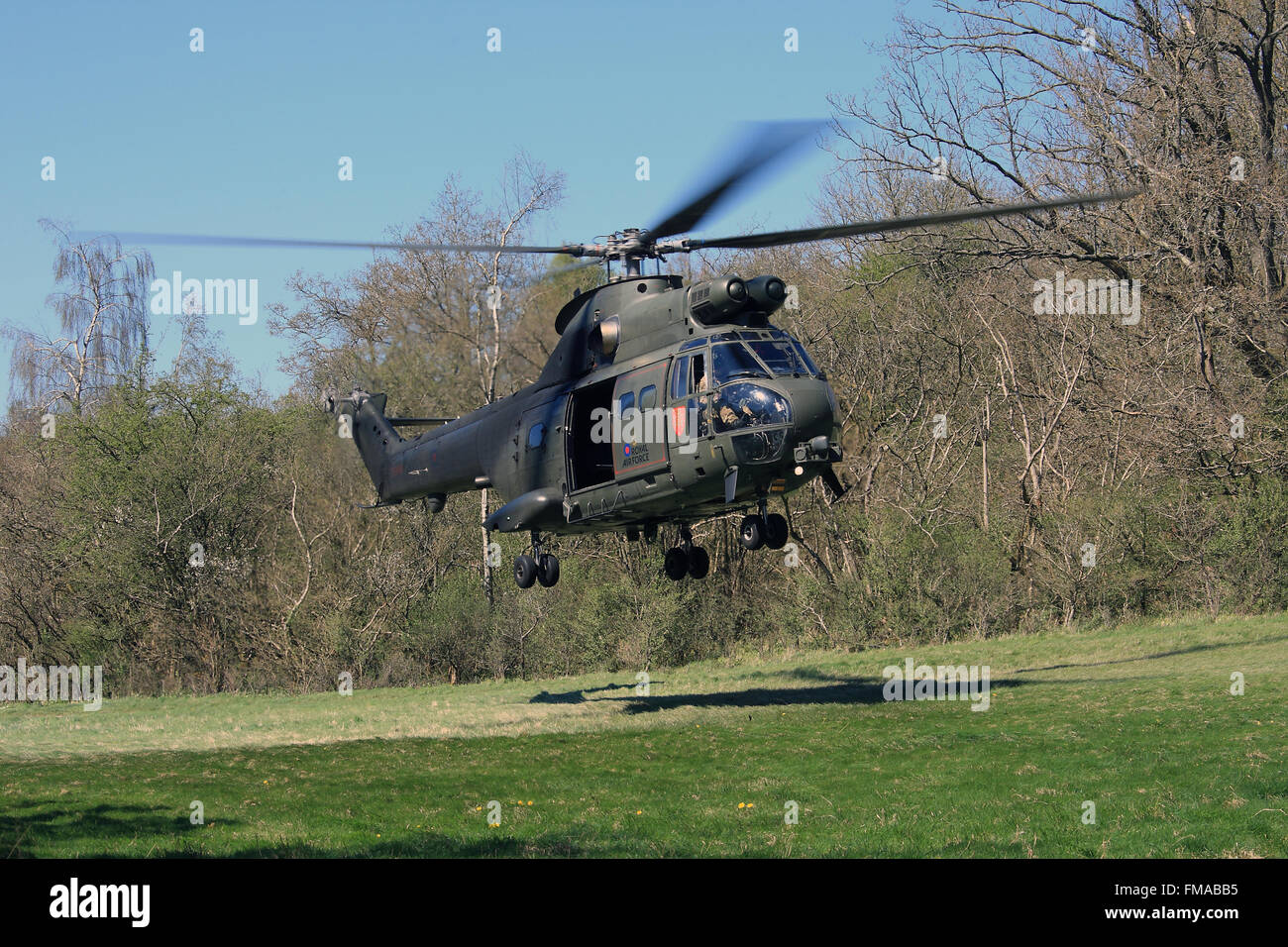 RAF Puma HC2 confined spaces flight training - Stock Image