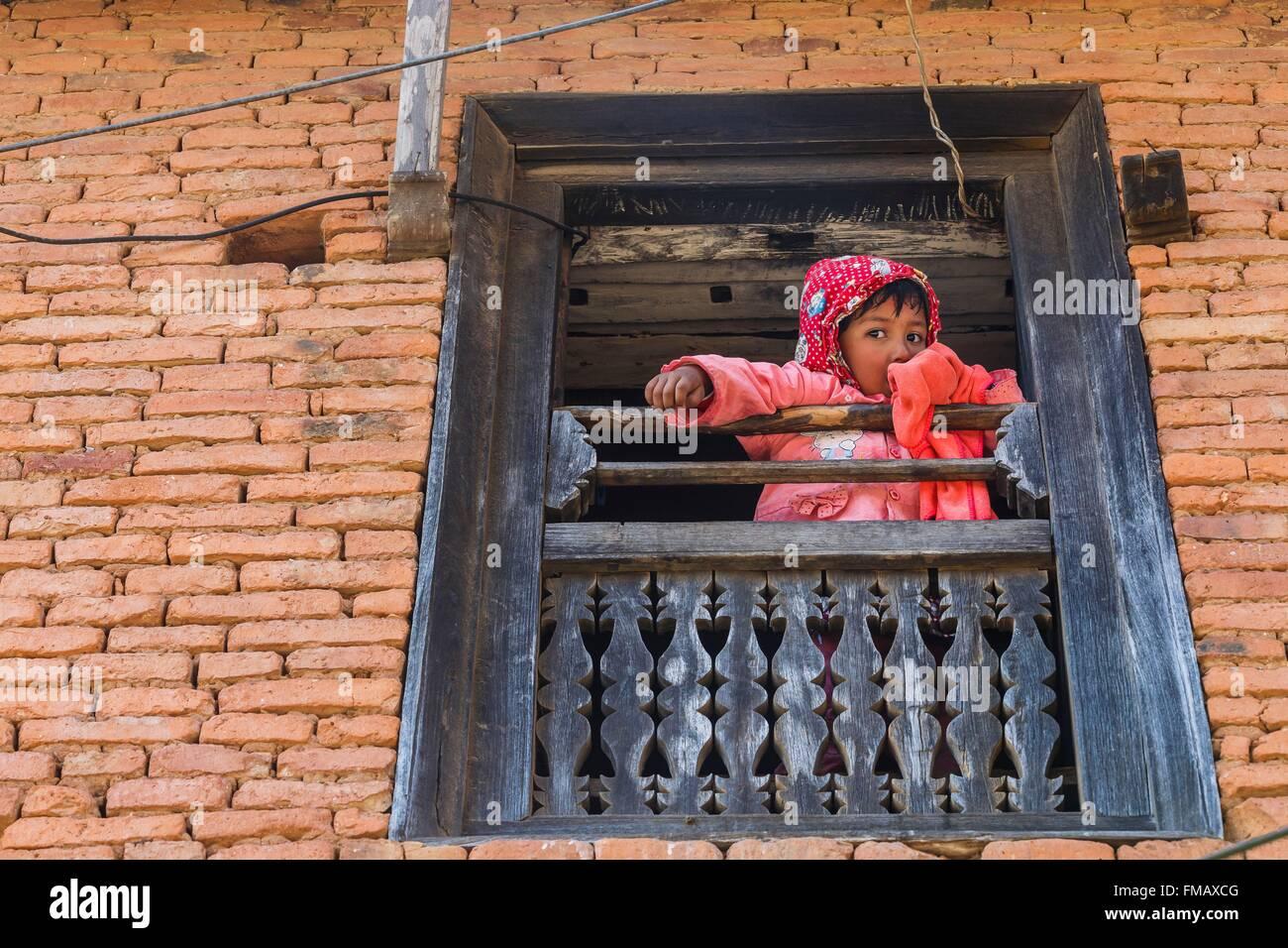 Nepal, Gandaki zone, Bandipur, a kid at the window - Stock Image