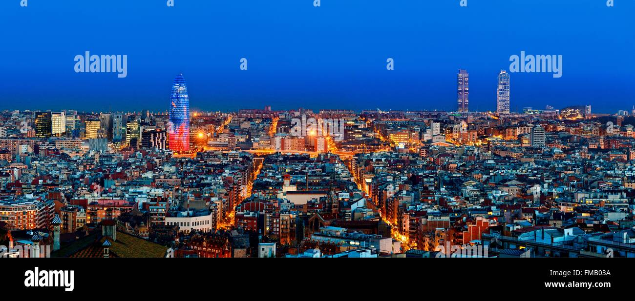 Spain, Catalonia, Barcelona, Panoramic view of Barcelona with Torre Agbar (Agbar Tower) - Stock Image
