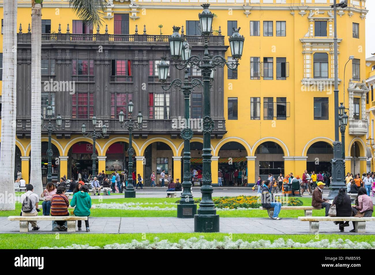 Peru, Lima, the historic centre (listed as World Heritage by UNESCO), Plaza de Armas or Plaza Mayor lined with arcades - Stock Image