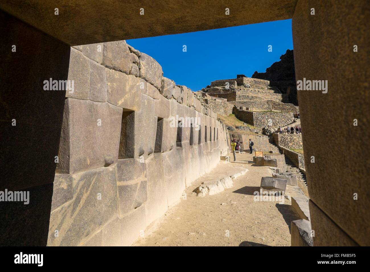 Peru, Cusco Province, Incas Sacred Valley, Ollantaytambo, ruins of the inca fortress, trapezoidal inca gate - Stock Image