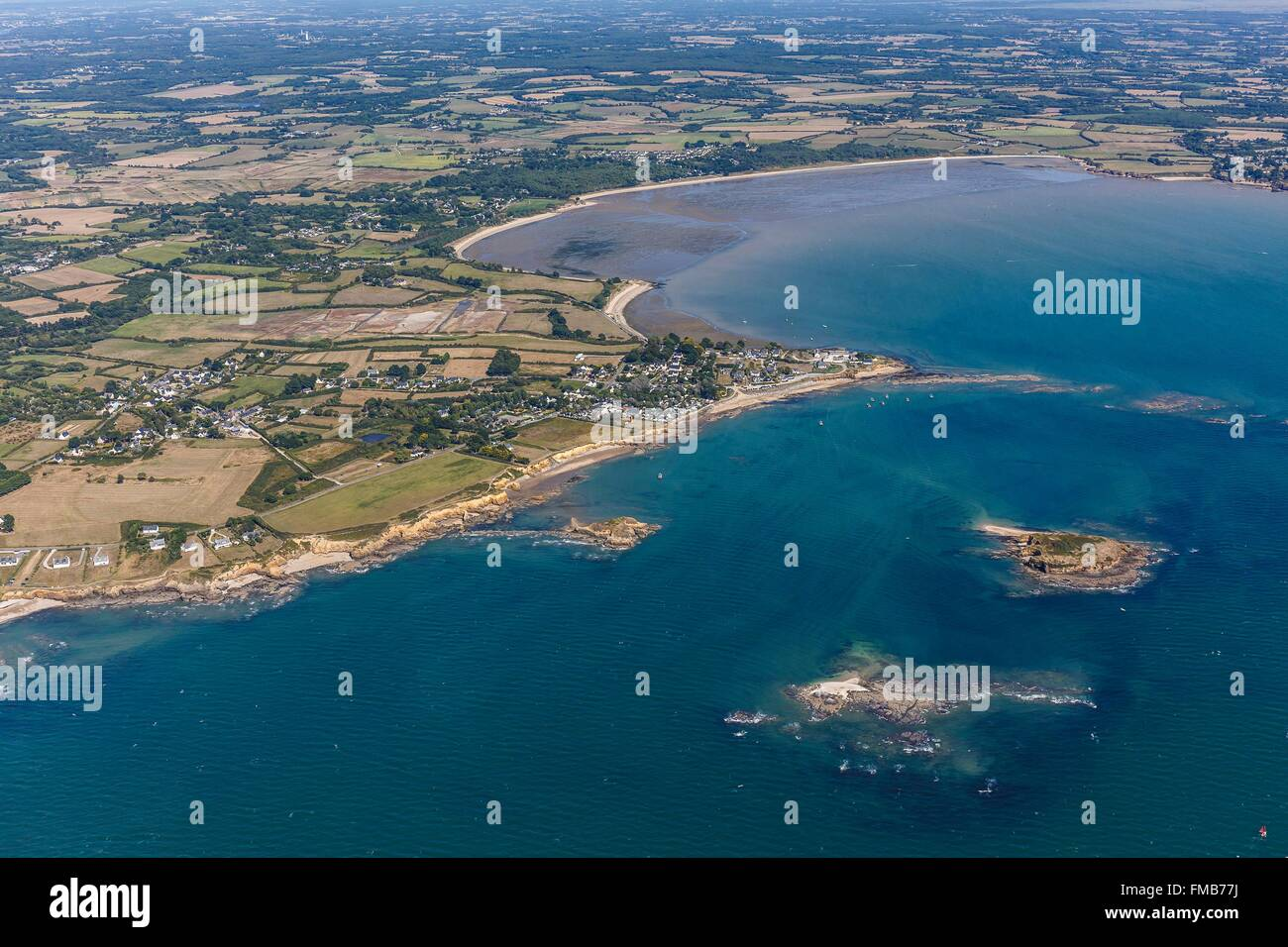 France, Morbihan, Penestin, Bacchus island, pointe du Bile and Pont Mahe bay (aerial view) - Stock Image