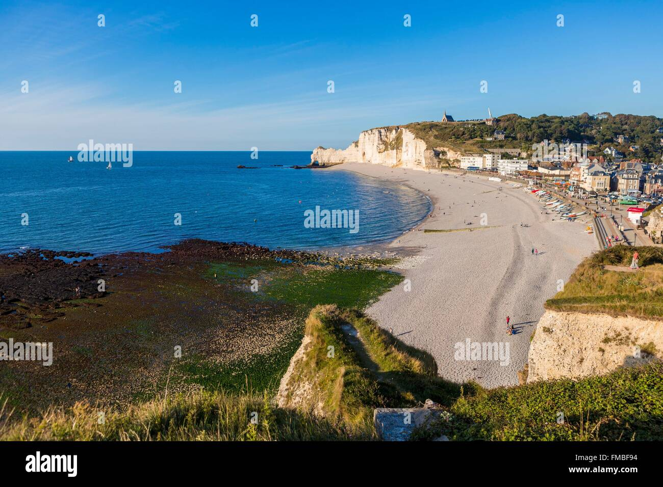 France, Seine Maritime, Caux, Alabaster Coast, Etretat, beach and the cliff of Amont - Stock Image