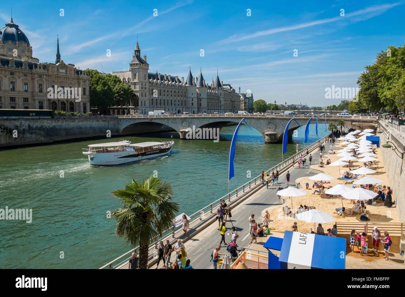 France, Paris, area listed as World Heritage by UNESCO, Paris Plage (Beach at Paris) 2015, Conciergerie and Pont - Stock Image