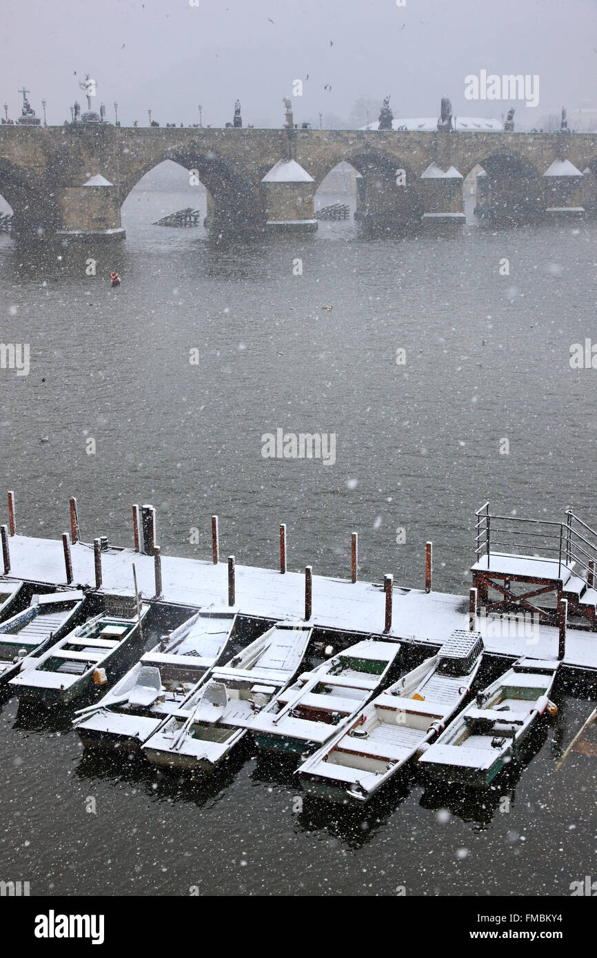 Snowing of Vltava (Moldava) river, Prague, Czech Republic. In the background you can see Charles bridge. - Stock Image