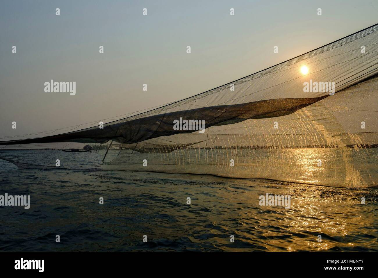 Vietnam, Thua Thien Hue province, fishing with square nets in Tam Giang lagoon - Stock Image