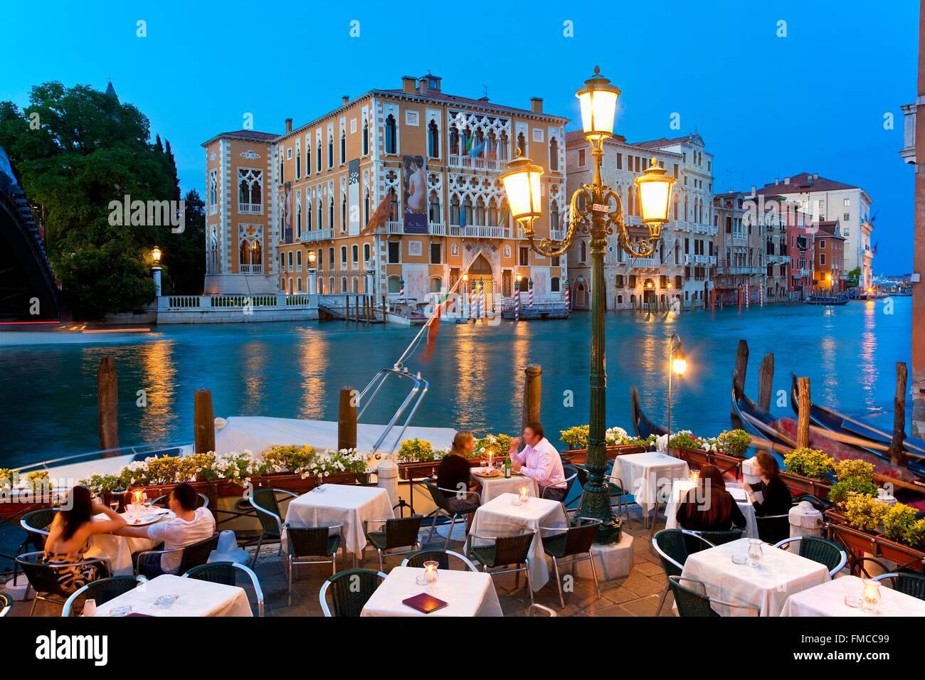 Italy, Veneto, Venice, Restaurant and Terrace along Grand Canal - Stock Image