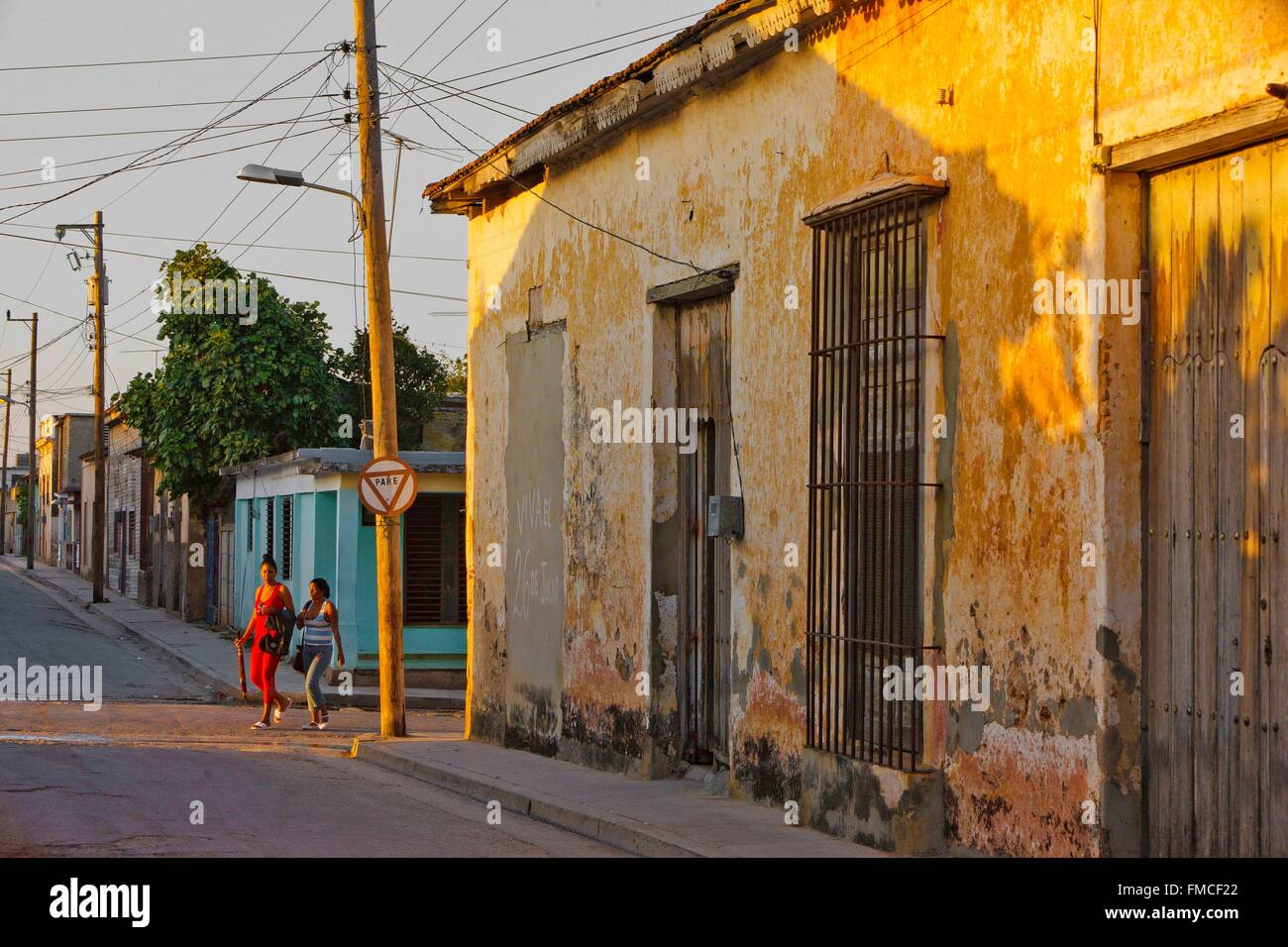 Cuba, Holguin, Gibara, House with ocher walls decrepit - Stock Image