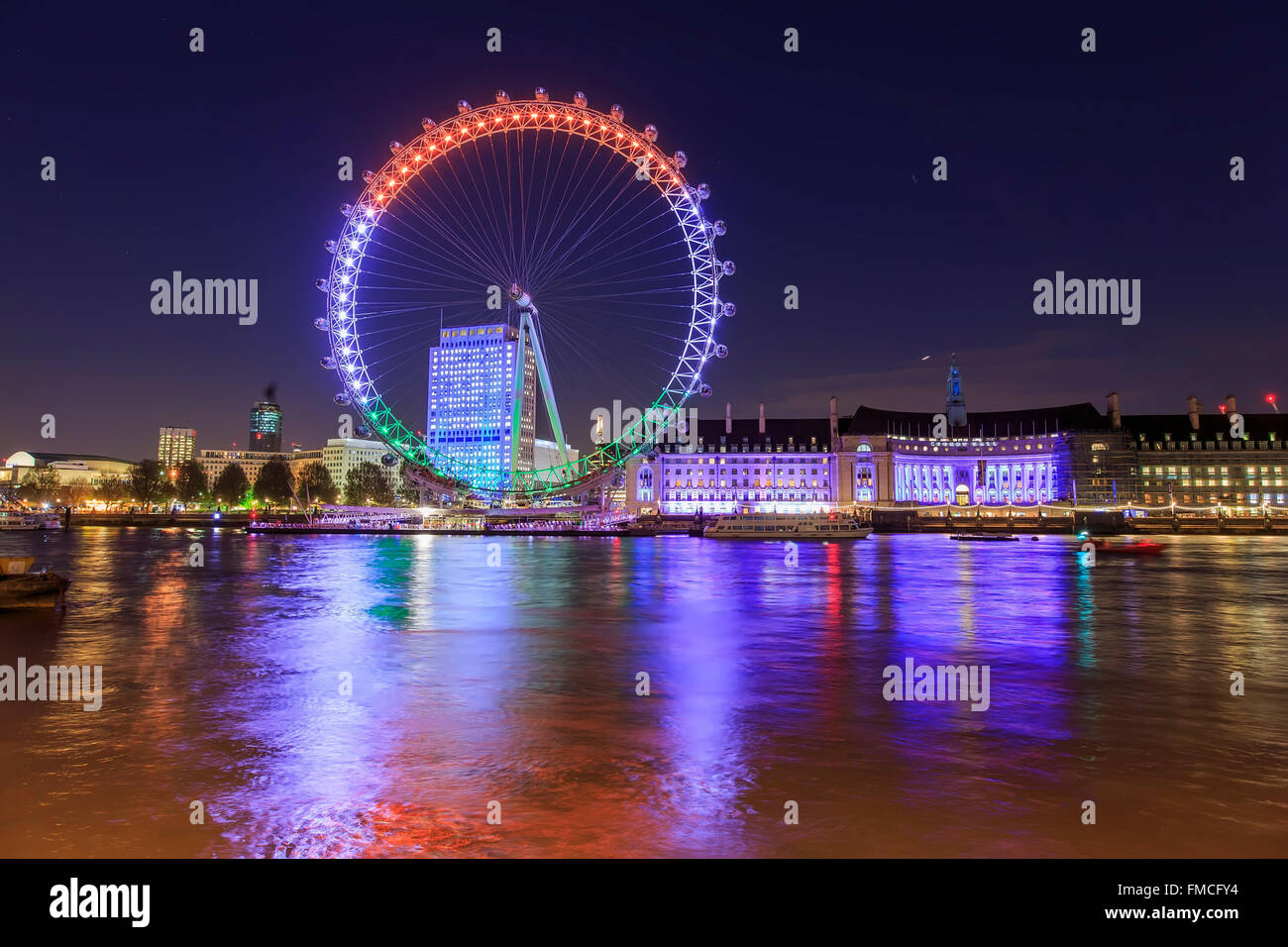 Traveling in the famous London Eye, London, United Kingdom around twilight - Stock Image