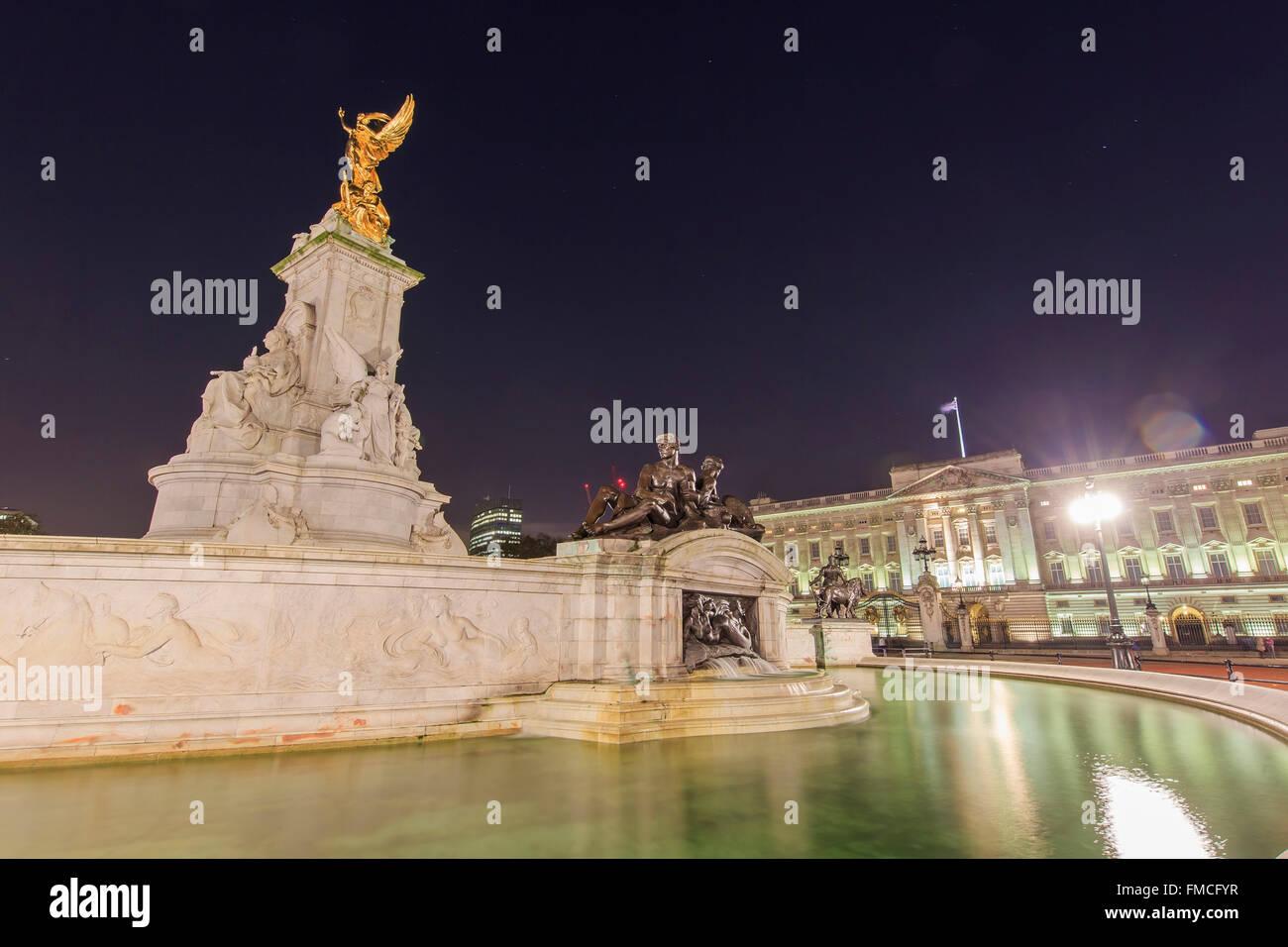 Traveling in the famous Buckingham Palace, London, United Kingdom around twilight - Stock Image