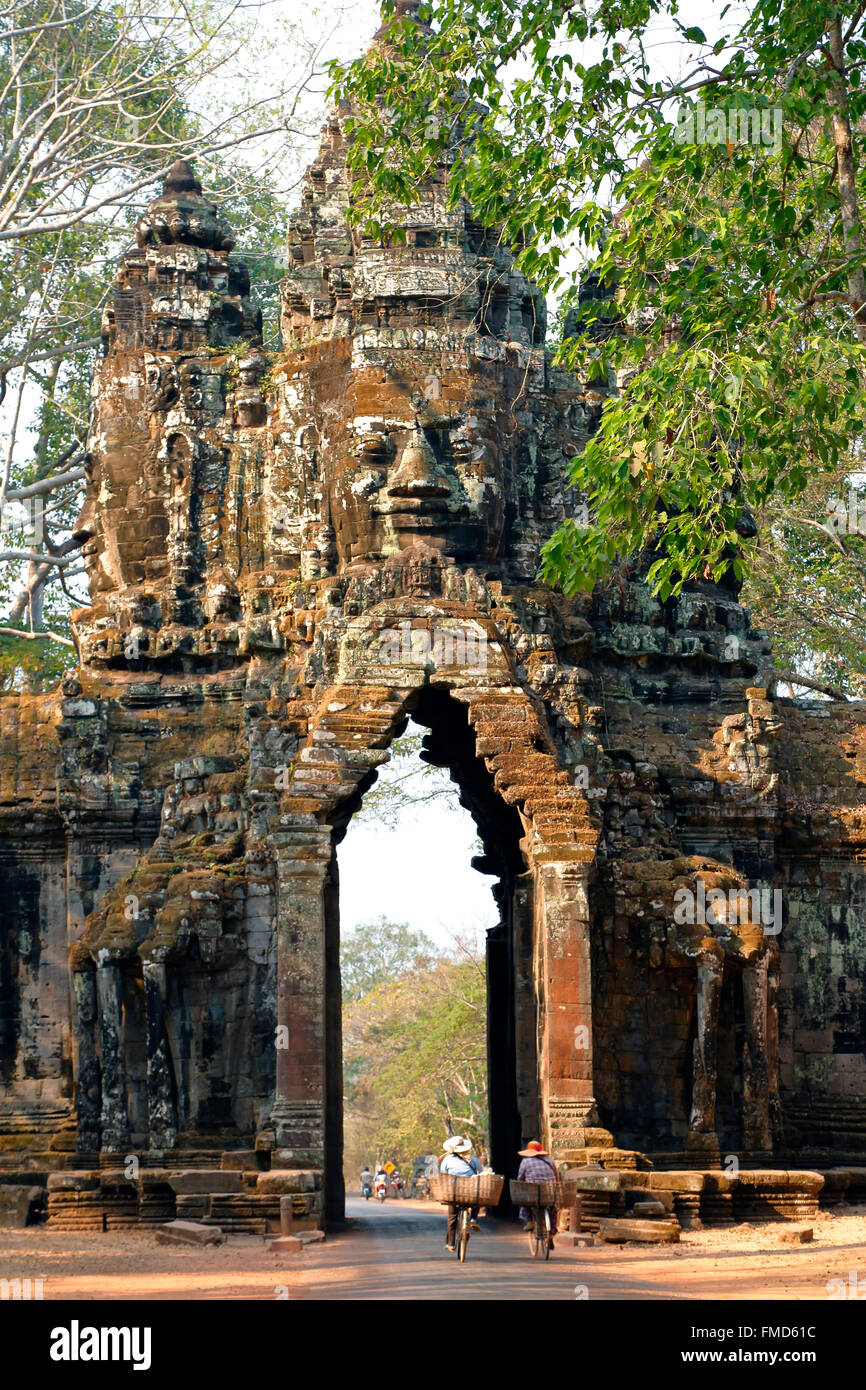 Bicyclists going through North Gate, Angkor Thom, Angkor Archaeological Park, Siem Reap, Cambodia - Stock Image