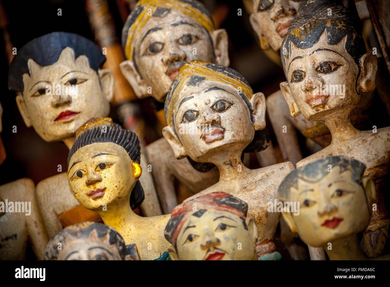 Heads of wooden figures, temple dancers in a bazaar in Ubud, Bali, Indonesia - Stock Image
