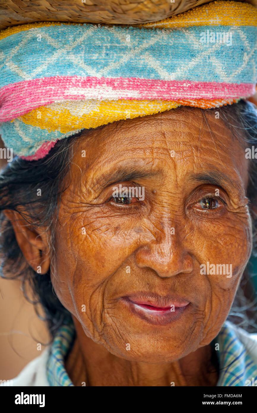 Old woman, Balinese, portrait, Ubud, Bali, Indonesia - Stock Image