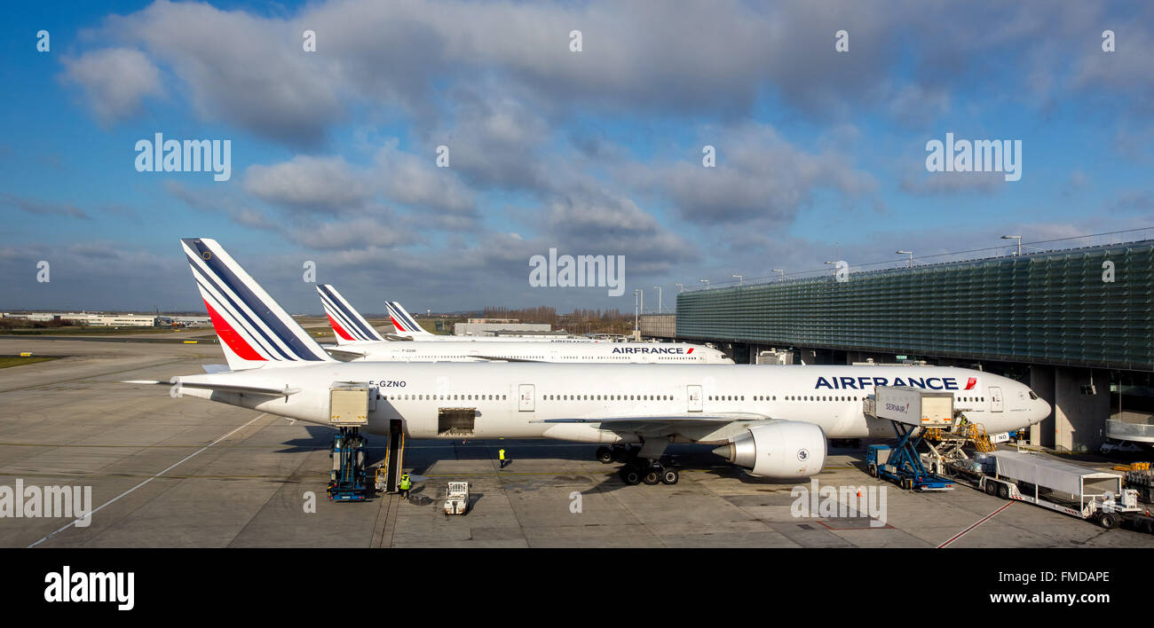 Boing 777-300ER Air France in front of Transit Hall, Charles-de-Gaulle, CDG, Le Mesnil-Amelot, Paris, Ile-de-France, - Stock Image
