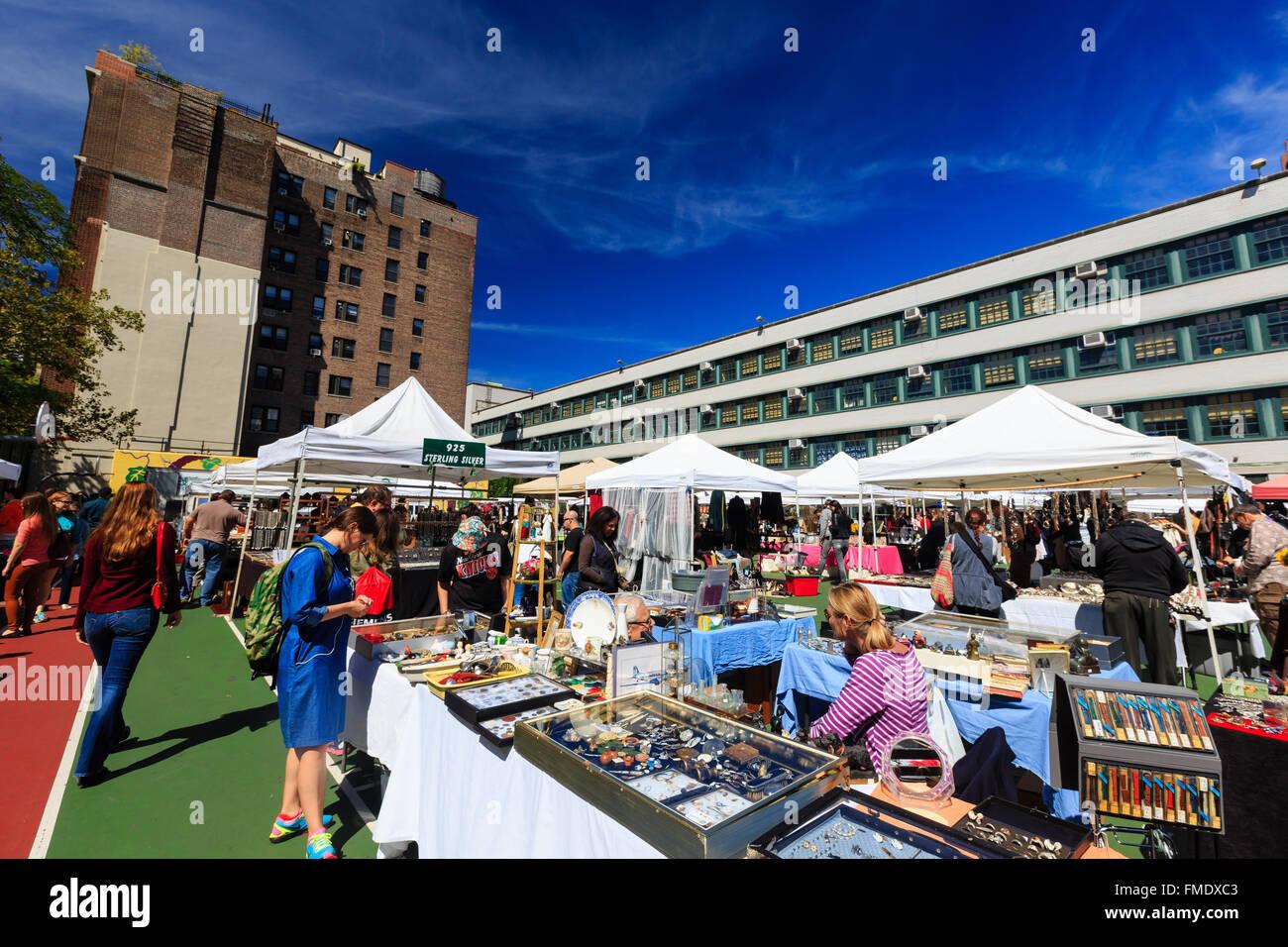 NEW YORK CITY, SEP 15: Flea market on SEP 15, 2014 at New York City. - Stock Image