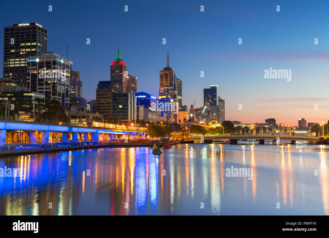 Skyline along Yarra River at dawn, Melbourne, Victoria, Australia - Stock Image