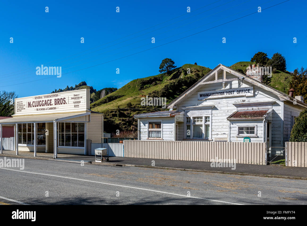 General Store at the forgotten highway in New Zealand - Stock Image