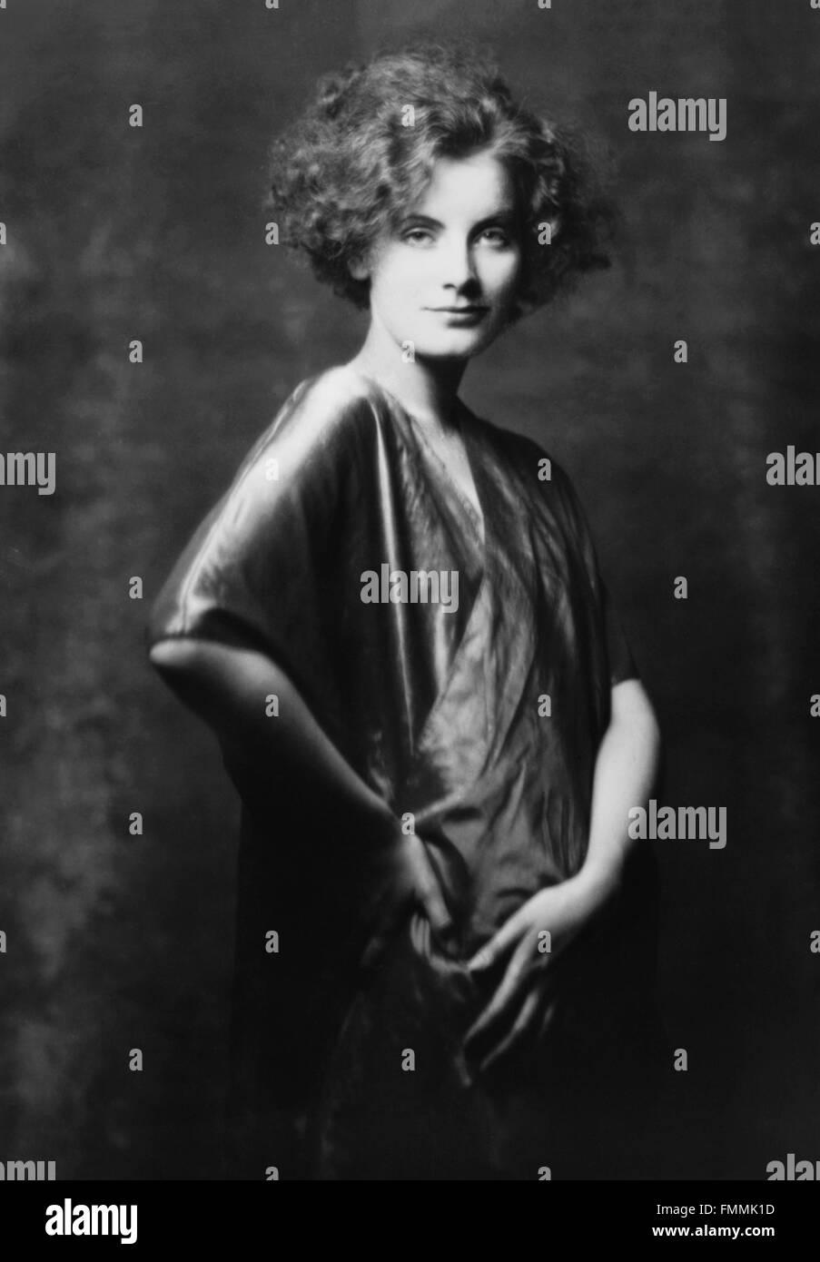 Greta garbo portrait of the swedish born film star greta for Garbo arredamenti