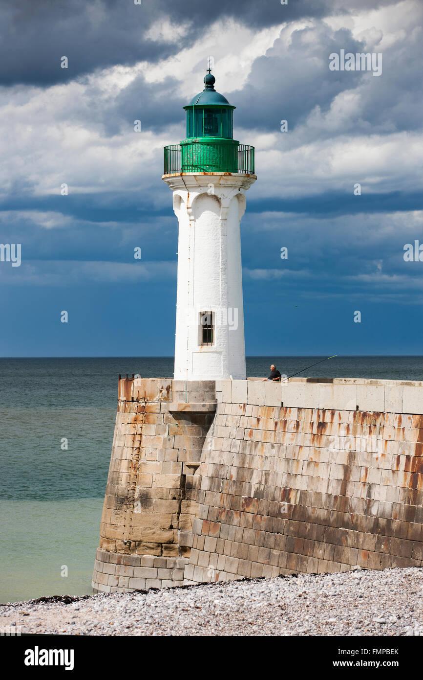 Lighthouse on the coast at Saint-Valery-en-Caux, Département Seine-Maritime, Normandy, France - Stock Image