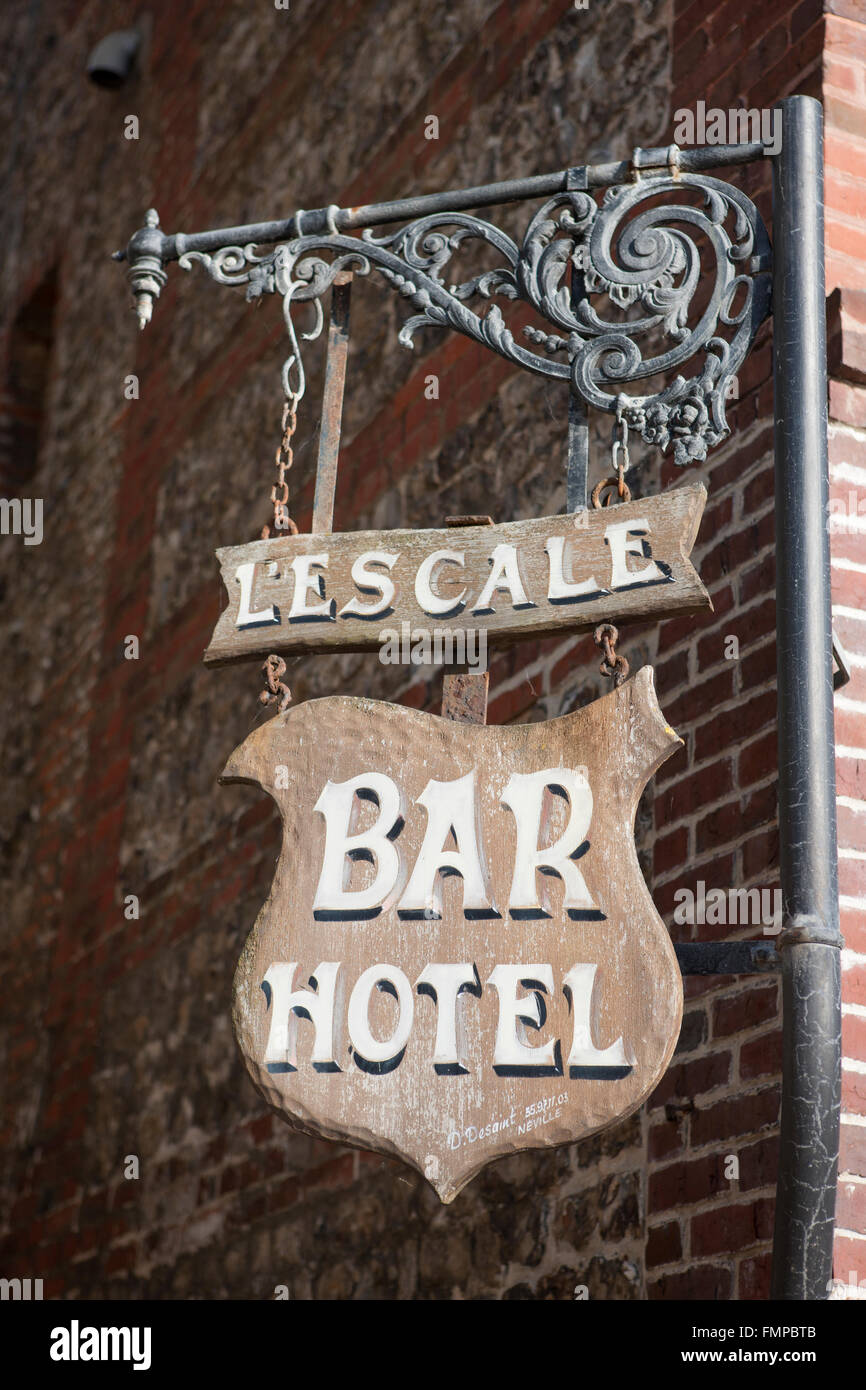 Hanging sign, Bar and Hotel in Saint-Valery-en-Caux, Département Seine-Maritime, Normandy, France - Stock Image