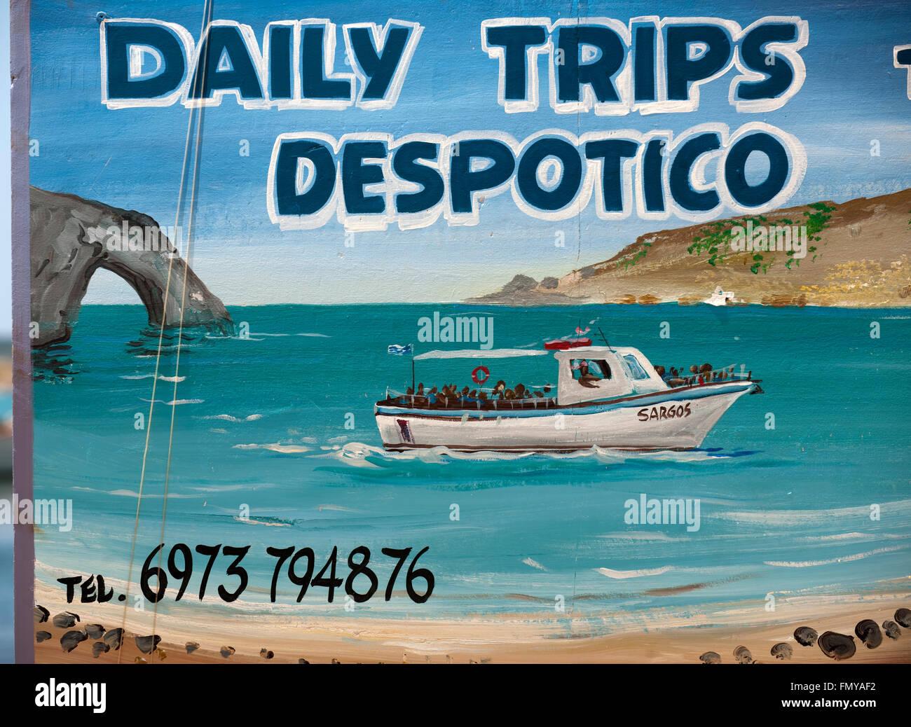 Griechenland, Kykladen, Antiparos, Agios Georgios, Schild am Bootsanleger gegenüber der Insel Despotiko - Stock Image