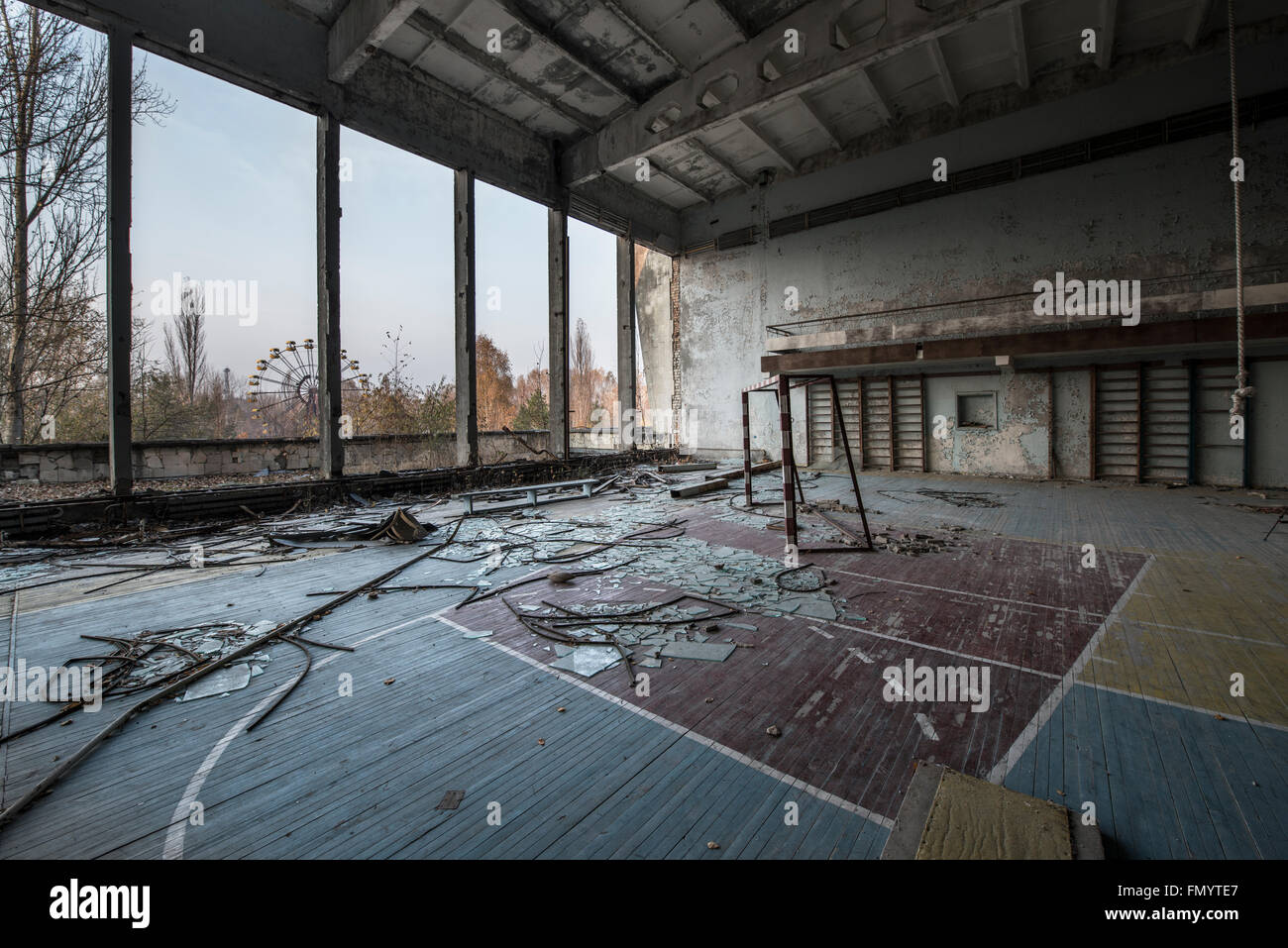 Gymnasium overlooking iconic ferris wheel in Pripyat, Chernobyl scene of 1986 nuclear disaster - Stock Image