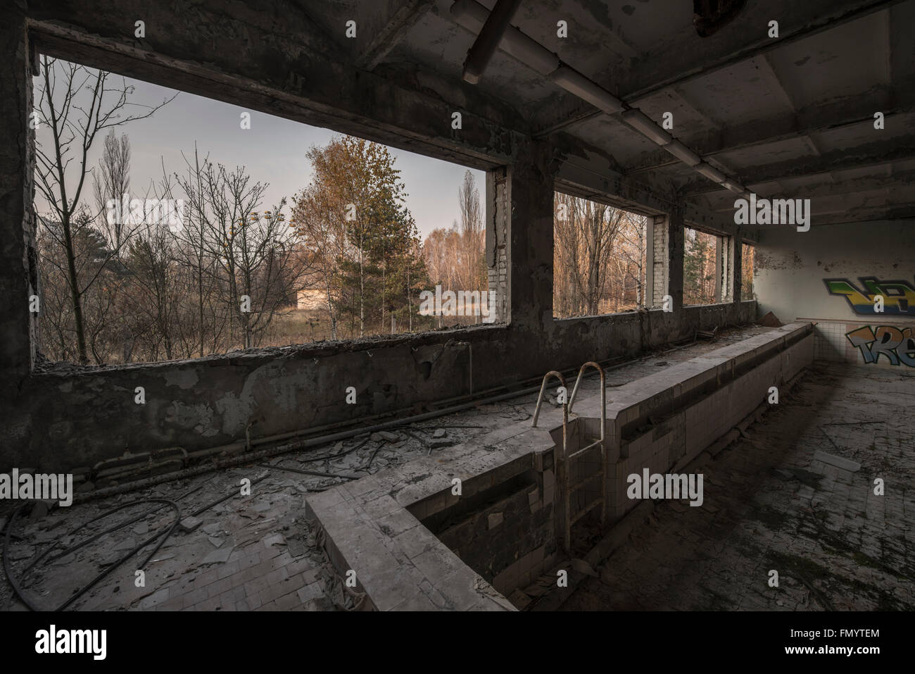 Swimming pool overlooking iconic ferris wheel in Pripyat, Chernobyl scene of 1986 nuclear disaster - Stock Image