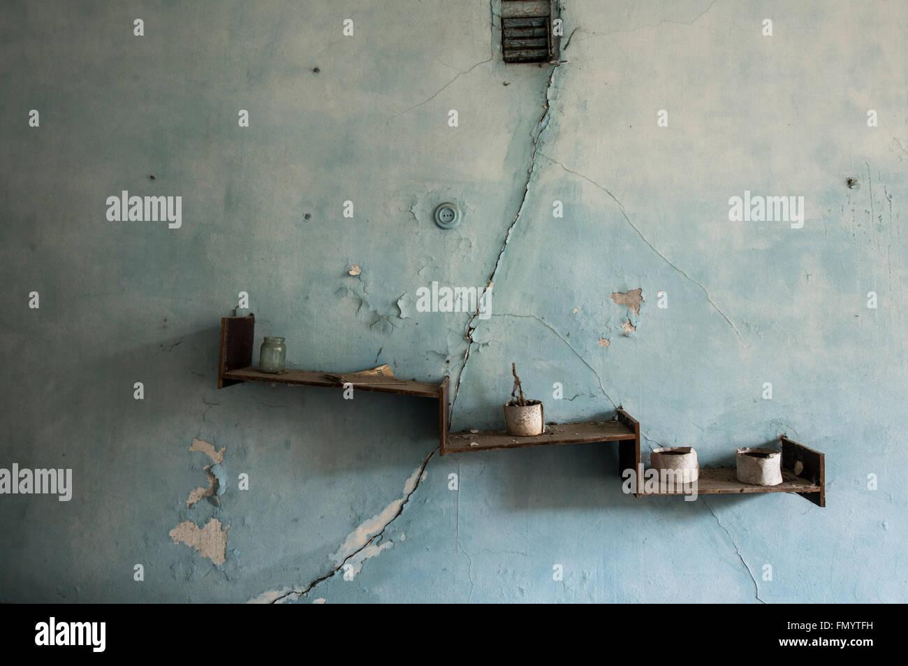 Shelf in school of  Pripyat, Chernobyl scene of 1986 nuclear disaster - Stock Image