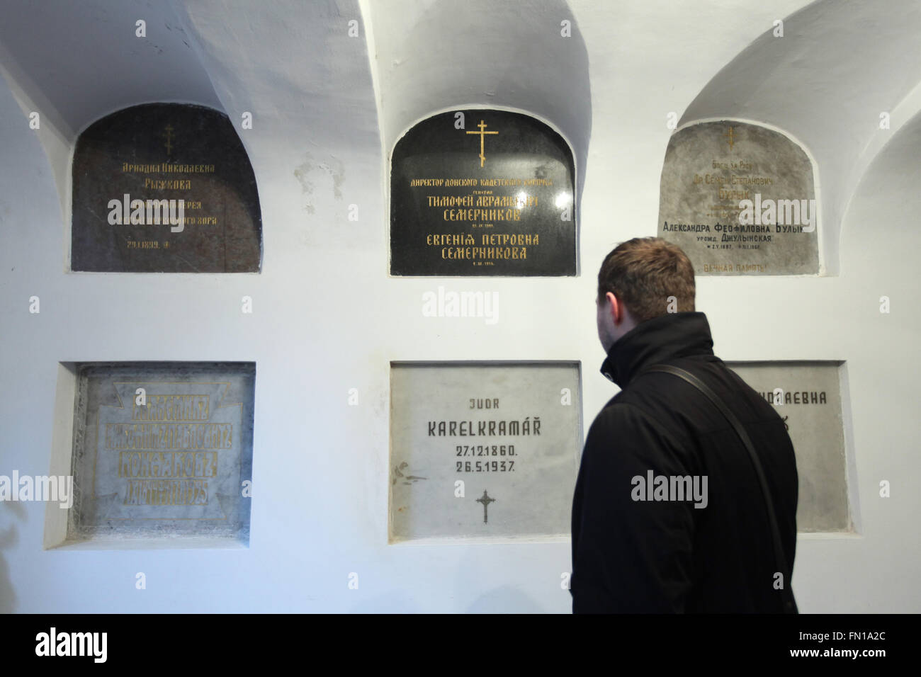 Russian journalist Konstantin Gerbeev examines the burial place of Karel Kramar, the first Prime Minister of Czechoslovakia, - Stock Image
