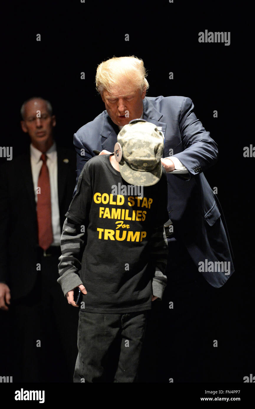 Saint Louis, MO, USA – March 11, 2016: Donald Trump signs shirt of boy the Peabody Opera House in Downtown Saint - Stock Image