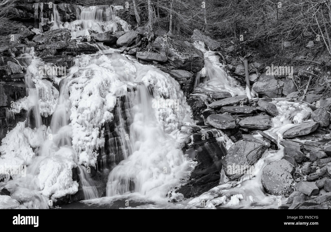 Half frozen Bastion Falls beside Route 23A on Lake Creek, about 1/2 miles downstream of Kaaterskill Falls in the - Stock Image