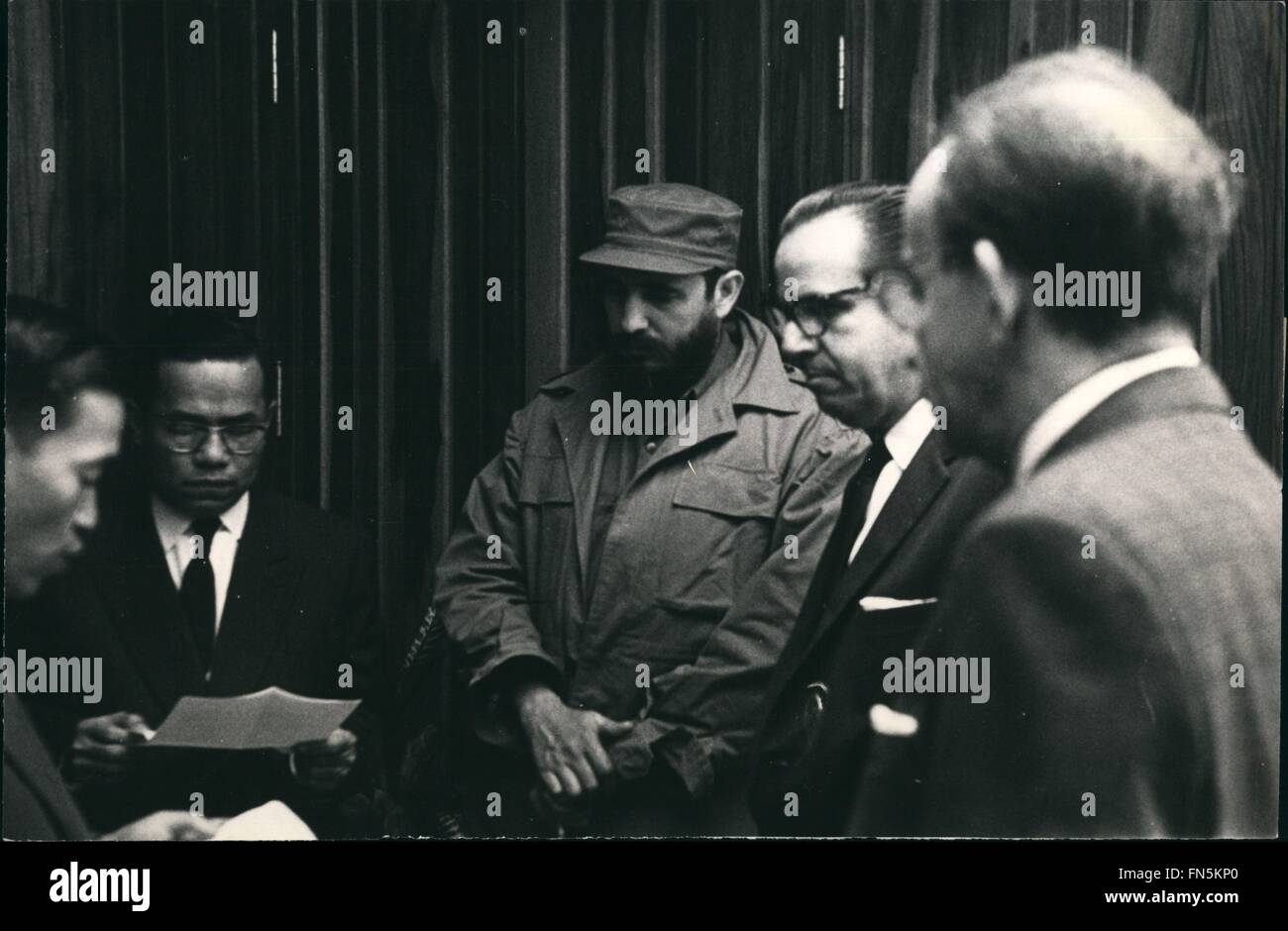 1958 - Cuba's Donation To The Vietnamese People: The moment in which Nguyen Thanh, Ambassador to Cuba of the - Stock Image