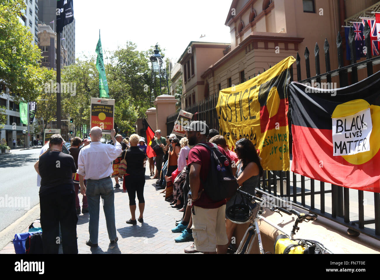 ISJA Sydney rallied outside NSW Parliament in solidarity with the Dhu family for justice for Julieka Dhu and deaths - Stock Image