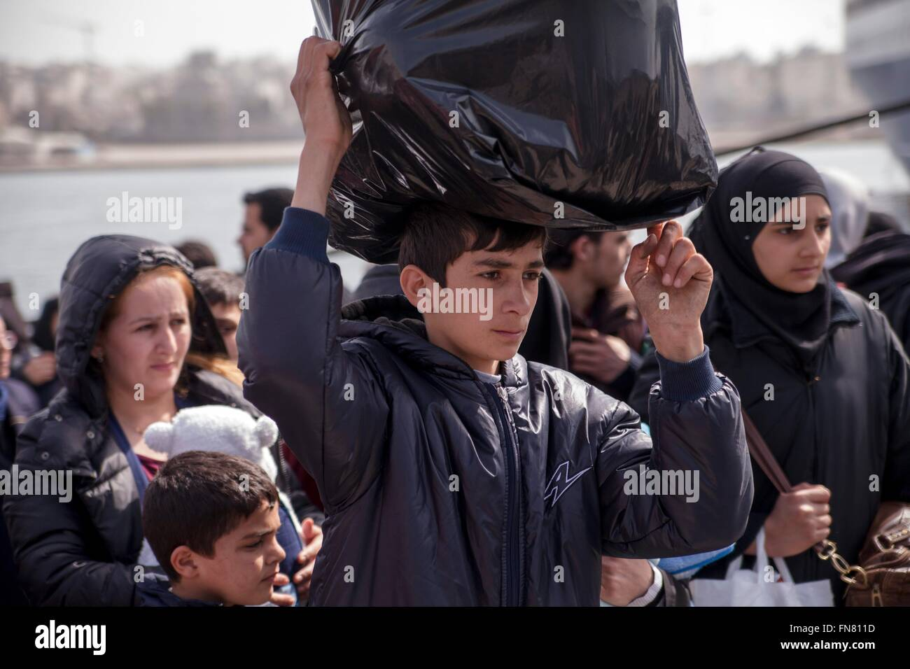 Refugees at habour of Piraeus. Despite difficulties at European borders, refugees reach by the hundreds Greek mainland - Stock Image