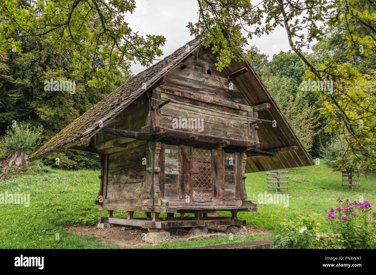 Historical cranary, Open Air Museum Ballenberg, Bern, Switzerland | Historischer Kornspeicher im Freilichtmuseum - Stock Image
