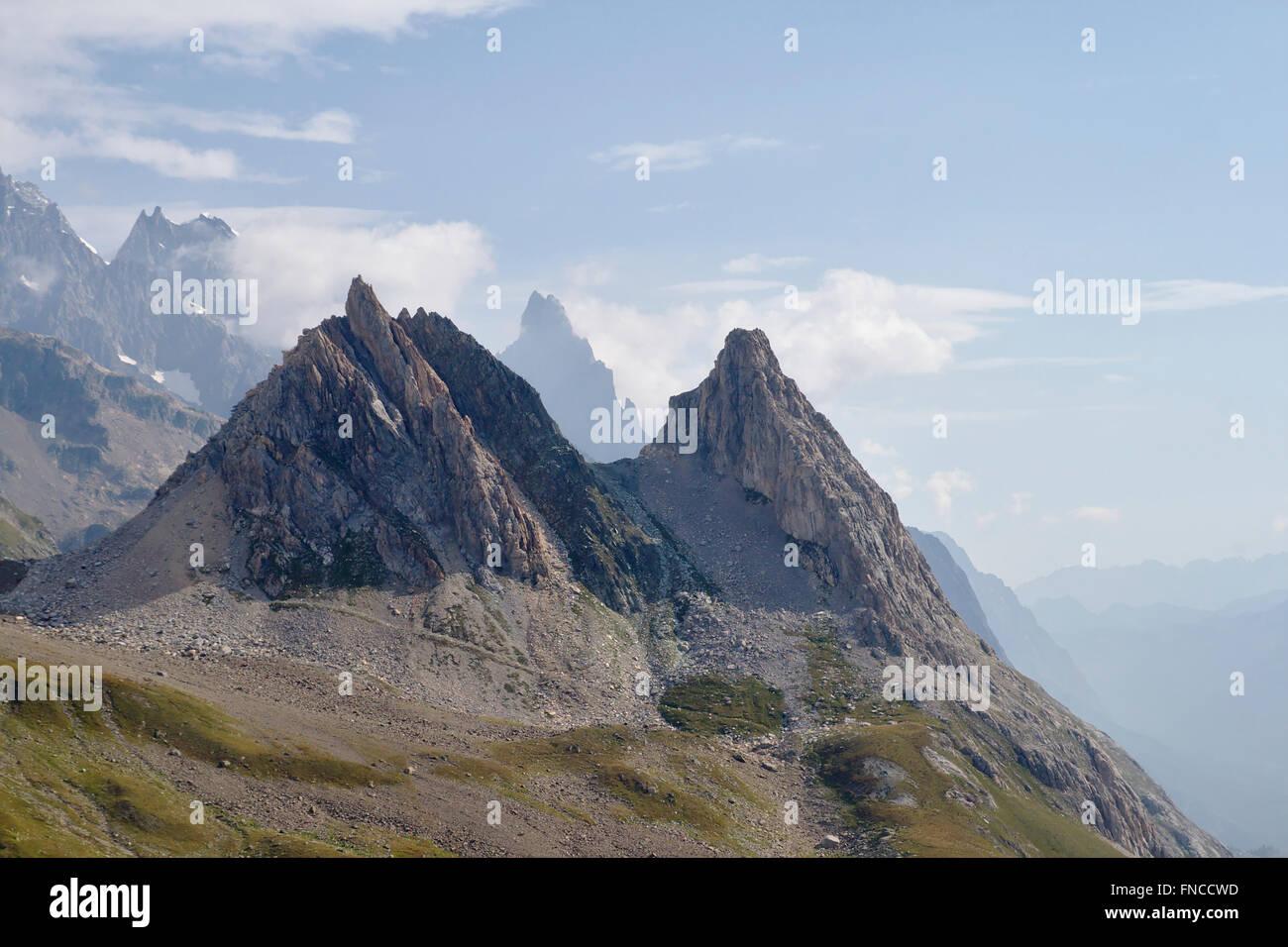 Les Pyramides Calcaires in Vallon de la Lex Blanche (Val Veny), with Aiguille Noire de Peuterey in the back, Italy - Stock Image
