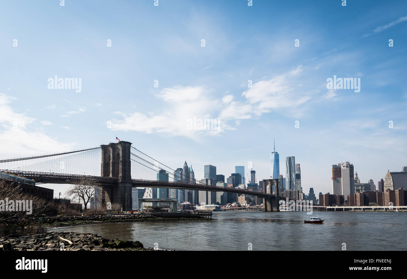 View from DUMBO, Brooklyn, across the East River towards the Brooklyn Bridge and downtown Manhattan skyline. - Stock Image