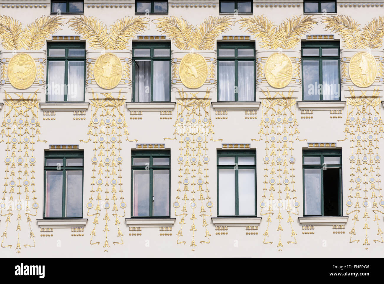 Gilded palm leaves, stylised peacock feathers, coupled together by gold medallions (Kolo Moser) on the facade of - Stock Image