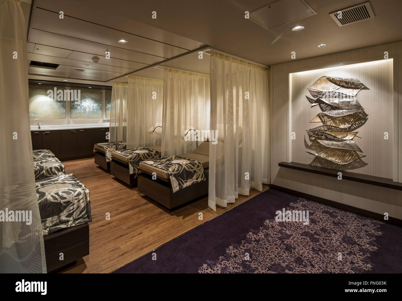 Treatment room relaxation area. Norwegian Cruise Ship – The Escape, Southampton, United Kingdom. Architect: SMC - Stock Image